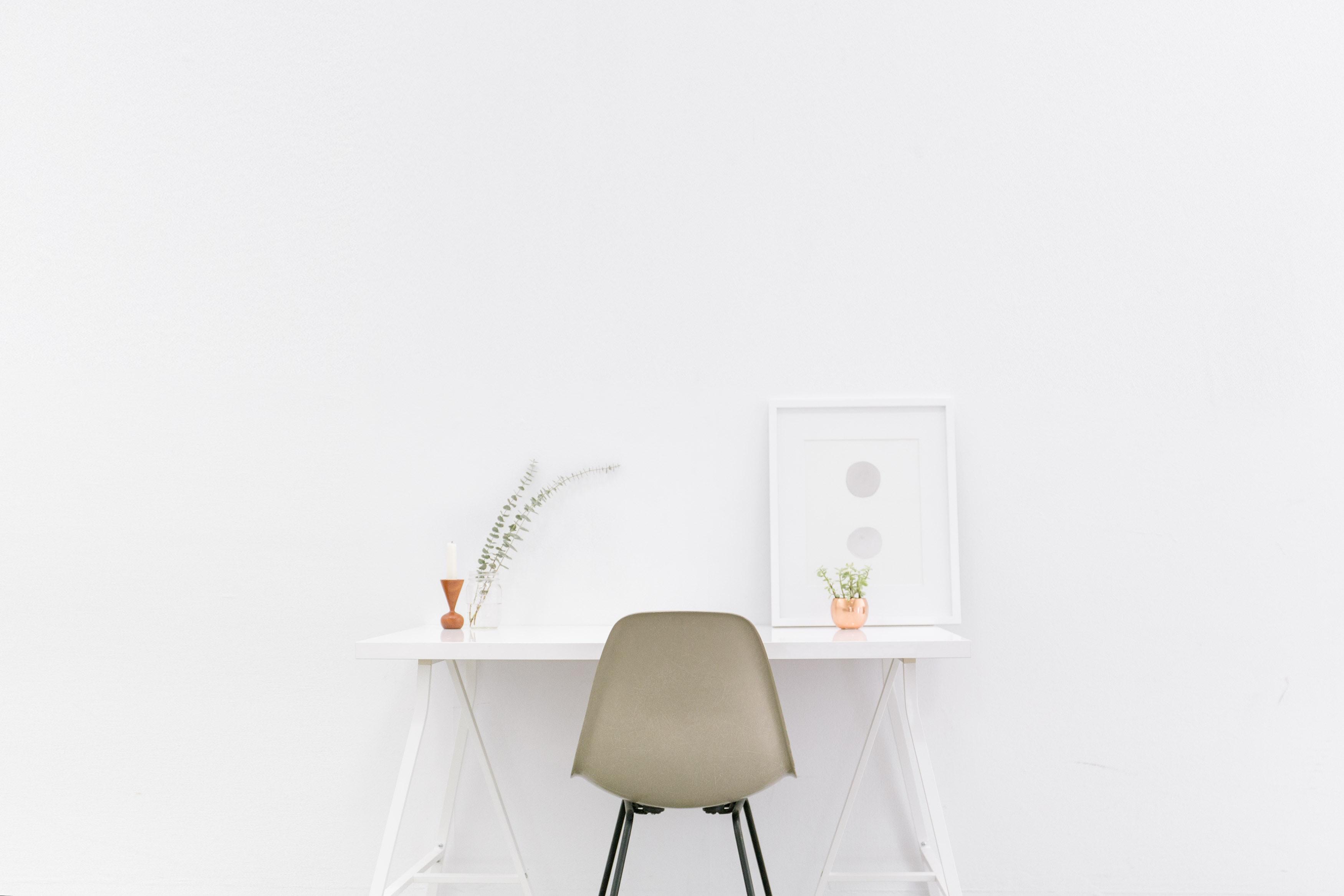 bench-accounting-49909-unsplash